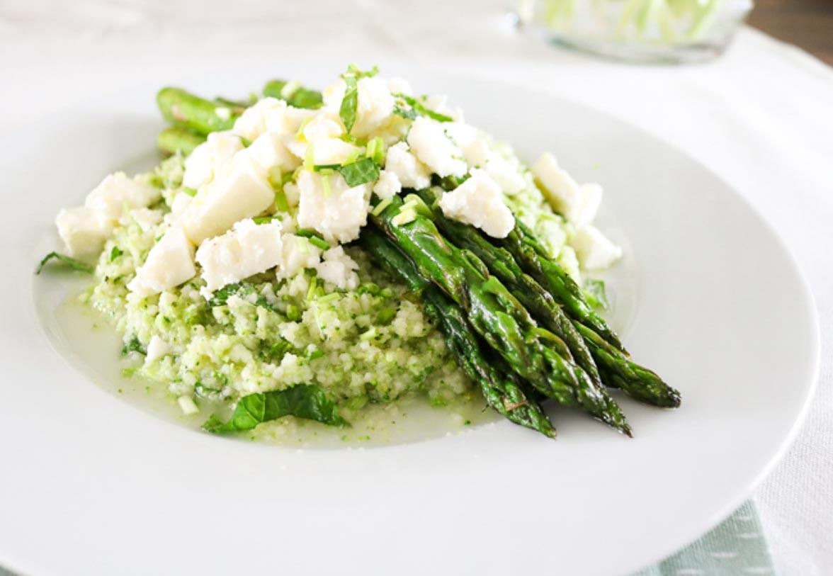 Broccolicouscous met groene asperges en feta