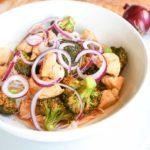 Rode_curry_met_broccoli_en_rode_ui