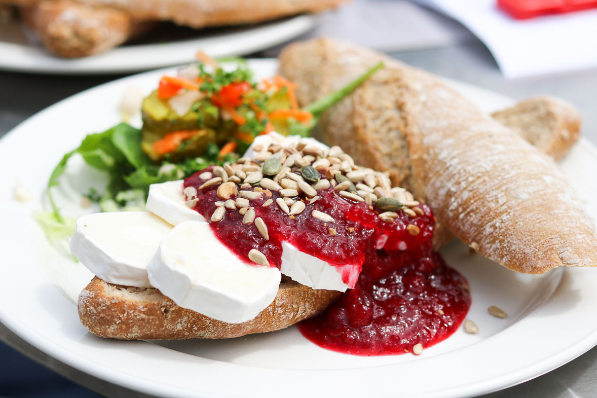 Vlieland_posthuys_broodje