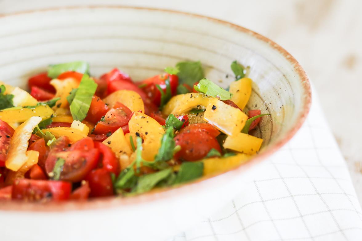 tomaten-paprika-bladsellerie-salade-2